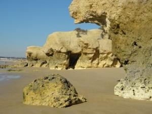 I verkligheten såg det ut som om klippan skulle svälja sten.